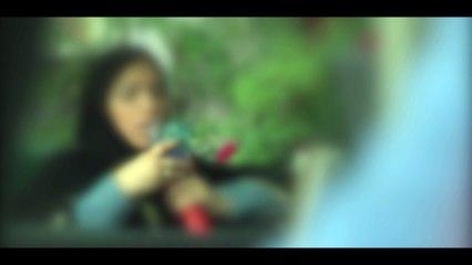 Hola India (Clip 2 - Mujer fumando)