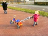 Lucile promène son vélo !!