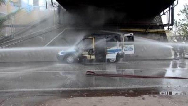 Seyir Halindeki Polis Aracı Yandı