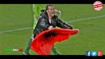 Italia -Albania : Un supporters albanais envahit le terrain