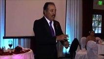 Pour le mariage de sa fille, il interprète toute une chanson en langage des signes !