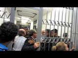 Delegado geral Luiz Carlos Dantas bate boca com manifestantes