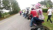 Se faire limer les fesses par la roue arrière d'une moto