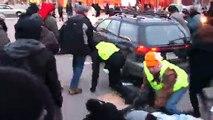 Ferguson : une voiture fonce dans les manifestants