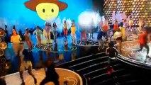 "Pharrell Williams interprète ""Happy"" lors des Oscars"