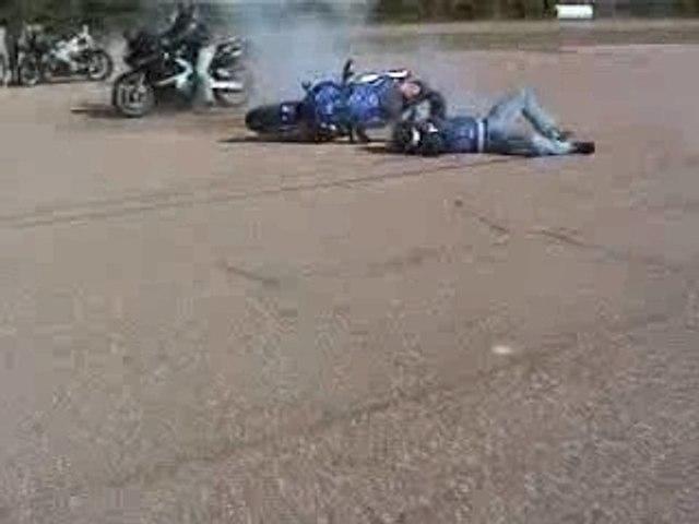 Humour - Yamaha R6 - Burnout Wreck