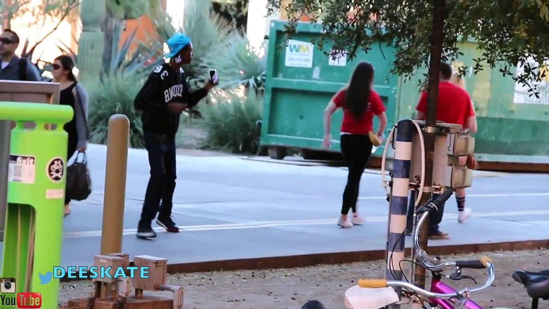 Pranks: KILLER BEE PRANK - Funny Videos - Funny Pranks - Public Pranks