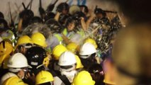 Hong Kong, scontri tra polizia e manifestanti davanti al governo
