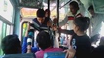 Dans un bus, deux Indiennes se battent contre leurs agresseurs sexuels
