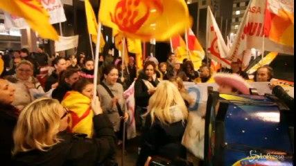 'Migliaia di case vuote, basta sfratti': corteo dei movimenti per la casa a Milano