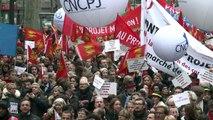 Notaires, avocats et huissiers contre la loi Macron