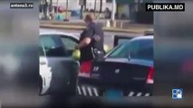 Un poliţist american a convins supermarketul să nu depună plângere împotriva femeii care a furat şi el a plătit pentru ouăle furate. Știa că femeia se află într-o situaţie dificilă şi că face tot ce poate pentru a-şi hrăni familia.