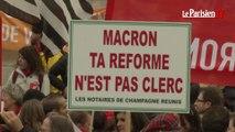 Loi Macron : avocats, notaires et huissiers en colère dans la rue