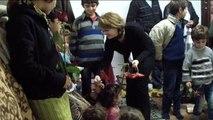 Suriyeli Kadınlara Çiçek, Çocuklara Oyuncak Dağıtıldı