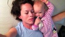 Quand un bébé empêche sa maman de dormir, c'est drôle !