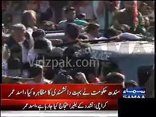 Imran Khan waves to sit-in participants & thanks them