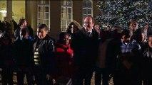 Hollande inaugure le sapin de Noël de l'Elysée sous la pluie