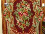 Covoare cu motive florale, geometrice sau de animale. Dor de covorul traditional Românesc. Veniti din diferite regiuni ale R. Moldova, mesterii populari sunt mandri ca inca mai pot transmite arta tesutului mai departe.