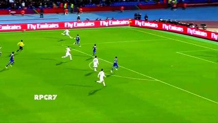 Cristiano Ronaldo tente une reprise en coup du foulard