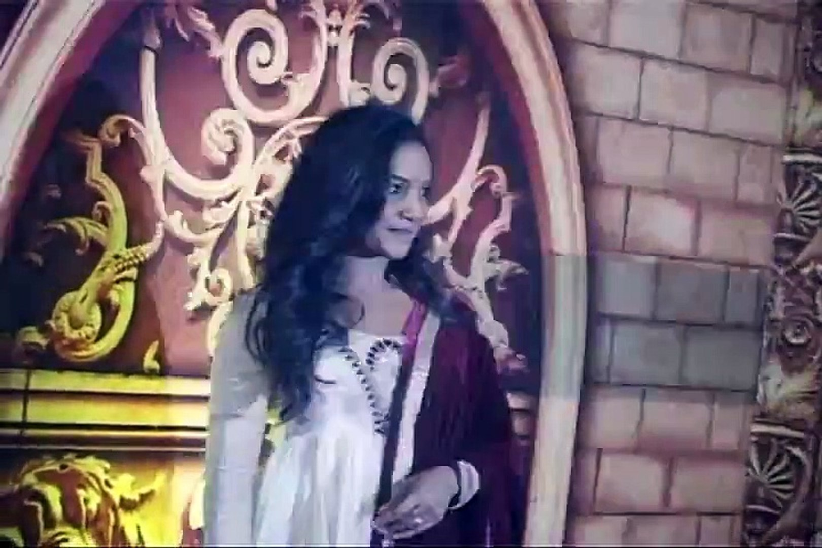 Beautiful Rajshree Thakur Looks Beautiful at The Red Carpet of Zee Rishtey Awards - By BollywoodFlas