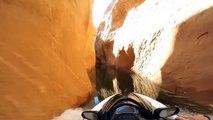 Du jet ski à pleine vitesse dans un canyon hyper étroit