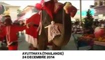 En Thaïlande, des éléphants déguisés en père Noël distribuent les cadeaux