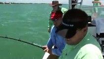 صيد أسماك الوقار كبيرة الكبيرة جدا ومواجهة عنيفة جدا