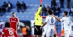 Beşiktaşlı Oyuncular, Hakemin Kırmızı Kart Kararını Değiştirdi
