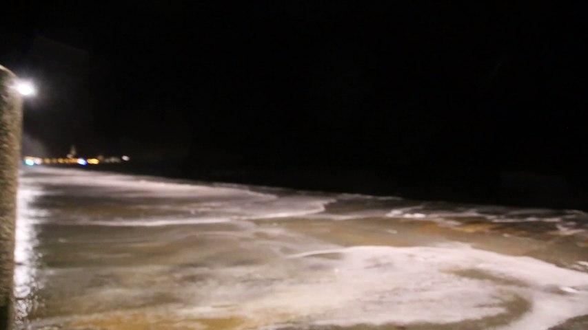 La marée du siècle - vague géante - St Malo Bretagne