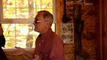 _DSC3823 Trois-Rivières cabane à sucre, le patron explique la récolte de sève d'érable