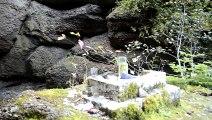 _DSC6060 Percé sous le Mont Ste-Anne, cascade et grotte  dédiée à la vierge Marie