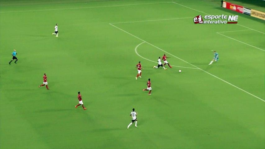 Que isso, goleirão? Confusão na área do América-RN quase entrega gol ao Globo