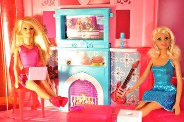 Barbie Podyumda 1.Bölüm - Defile teklifi - EvcilikTV Barbie Videoları