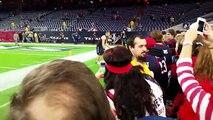 Un jeune fan des Texan's prend le joueur de NFL JJ Watt à son propre jeu!