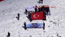 2 Bin 100 Metre Rakımda 150 Metrelik Türk Bayrağı