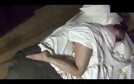Uyuyan Kadına Yapılan Kötü Şaka
