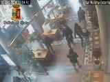 Genova - vestito da Babbo Natale aggredisce una passante, arrestato