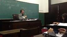 Professor sendo impedido de dar aula por comunistas