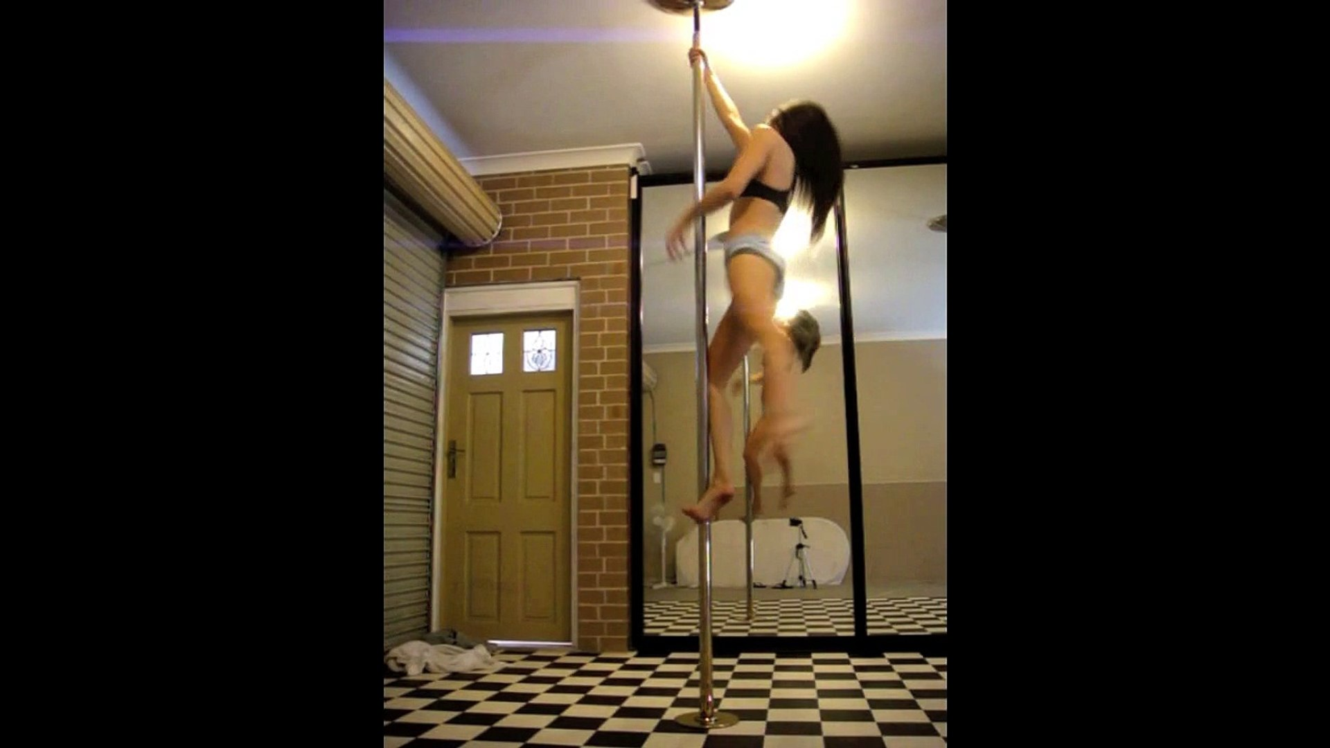 Sexy Pole Dancing -Vid 13- Pretzel_Ballerina spin on the pole. Pole moves Practice