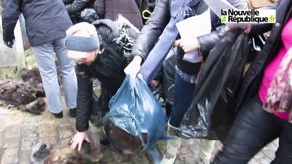 VIDEO. Tours : les coiffeurs manifestent devant la préfecture