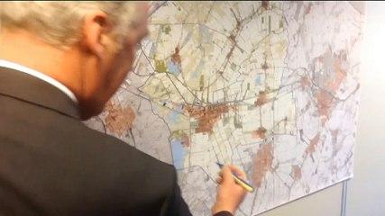 De drie burgemeesters tekenen de liefdesverklaring - RTV Noord
