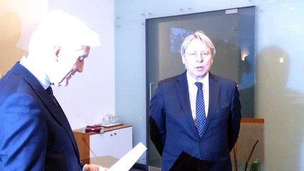 Peter den Oudsten geinstaleerd als burgemeester van Groningen - RTV Noord
