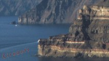 2/2 Tourisme en Grèce Visiter l'ile de Santorin Volcan -- Tourism in Greece Visit the island of Santorini Volcano -- Tourismus in Griechenland Besuchen Sie die Insel Santorin Vulkan -- Turismo en Grecia Visita la isla de Santorini