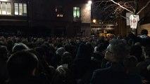 1500 personnes derrière Charlie Hebdo