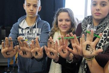 VIDEO. Hommage du collège Gérard-Philipe aux victimes de Charlie Hebdo à Niort
