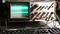 Un informaticien joue à Quake sur un oscilloscope