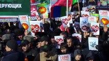 Des manifestants anti-Charlie brûlent par erreur le drapeau italien (Pakistan)