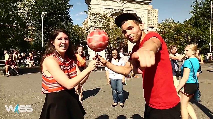 Le freestyler Wass s'amuse et défi les passants dans un parc public
