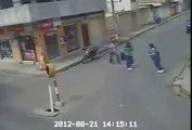 Ha Ha Ha !!! Girls Caught Purse Snatcher & Beating on the Road