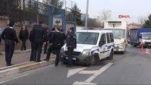 Beşiktaş'ta Taksi ile Polis Aracı Çarpıştı: 1 Polis Yaralı
